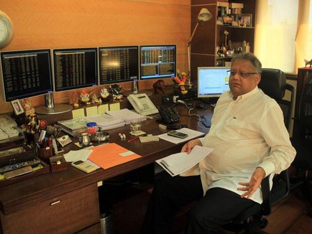 Từ vốn liếng 67 đô cho đến khối tài sản 4,6 tỷ USD hoàn toàn nhờ vào chứng khoán, Warren Buffett của Ấn Độ nhấn mạnh: Đừng bao giờ chọn ngắn hạn! - Ảnh 2.