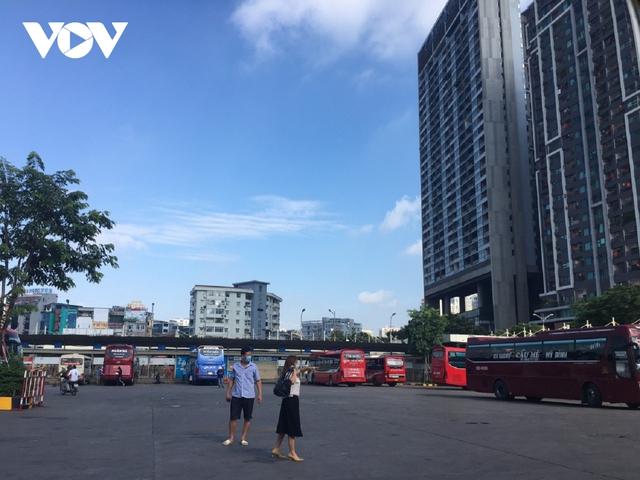 Bến xe ở Hà Nội thưa xe, vắng khách do dịch Covid-19 - Ảnh 11.