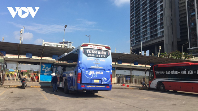 Bến xe ở Hà Nội thưa xe, vắng khách do dịch Covid-19 - Ảnh 12.