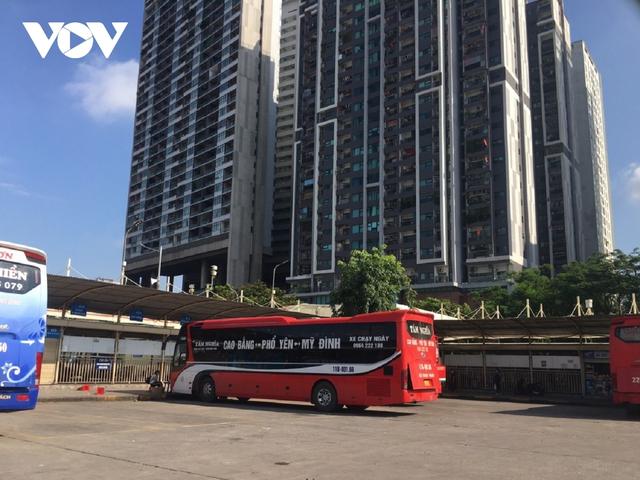 Bến xe ở Hà Nội thưa xe, vắng khách do dịch Covid-19 - Ảnh 14.