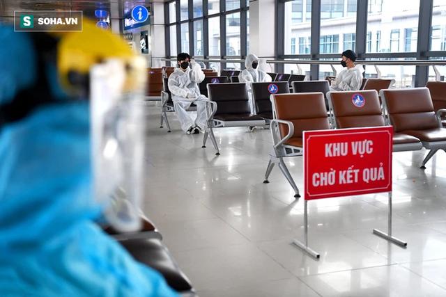 [ẢNH]: Cận cảnh dịch vụ test nhanh Covid-19 trong 30 phút ở sân bay Nội Bài cho hành khách đi TP.HCM - Ảnh 3.