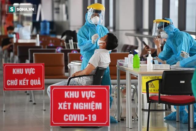 [ẢNH]: Cận cảnh dịch vụ test nhanh Covid-19 trong 30 phút ở sân bay Nội Bài cho hành khách đi TP.HCM - Ảnh 6.