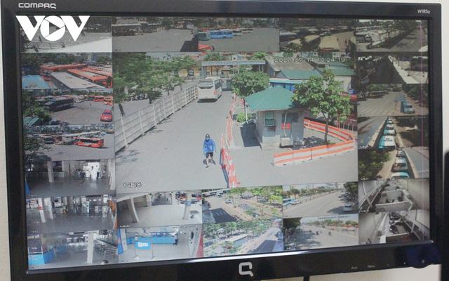 Bến xe ở Hà Nội thưa xe, vắng khách do dịch Covid-19 - Ảnh 7.