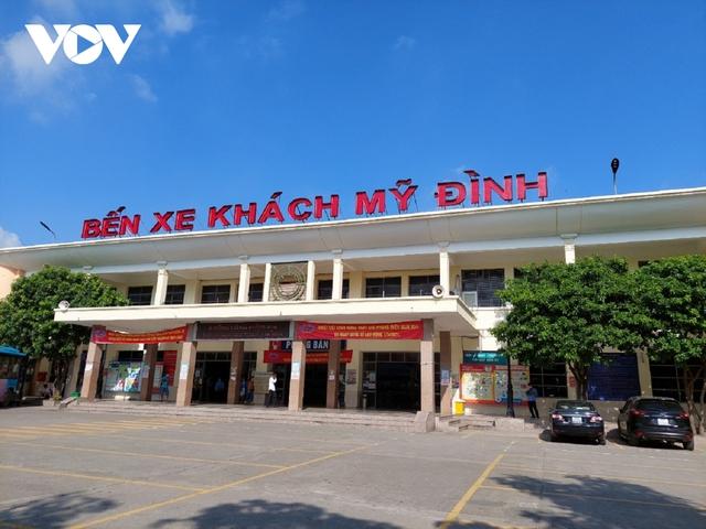 Bến xe ở Hà Nội thưa xe, vắng khách do dịch Covid-19 - Ảnh 10.