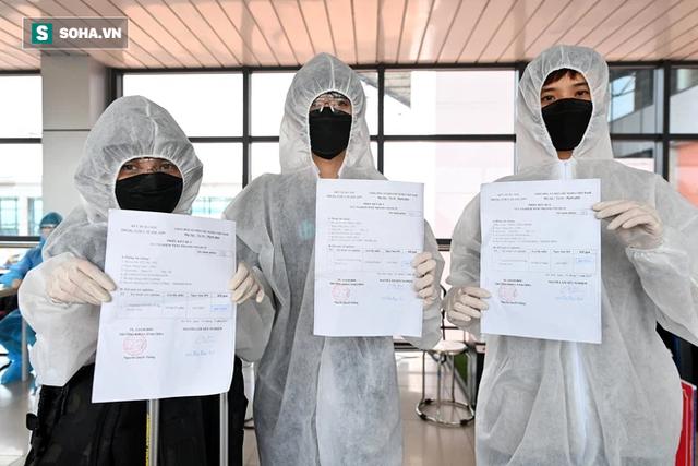 [ẢNH]: Cận cảnh dịch vụ test nhanh Covid-19 trong 30 phút ở sân bay Nội Bài cho hành khách đi TP.HCM - Ảnh 10.