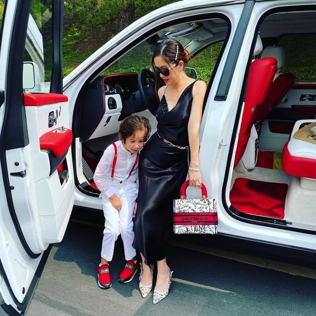 Cuộc sống xa hoa của nữ đại gia gốc Việt trong biệt thự 800 tỷ đồng tại Mỹ: Túi hiệu tậu theo màu, siêu xe cũng sưu tầm toàn cái tên khủng - Ảnh 12.