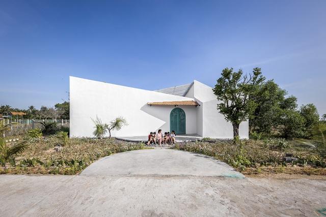Ngôi nhà màu trắng đẹp không tì vết tại Phú Yên vừa lên báo Mỹ - Ảnh 2.