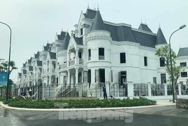 Choáng với biệt thự, căn hộ hơn 100 tỷ đồng và cú xuống tiền của đại gia Hà Thành - Ảnh 1.