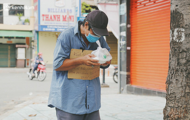 Heartwarming story when Saigon distanced itself: The sister association worked hard to cook hundreds of meals, went everywhere to give gifts to the needy - Photo 17.