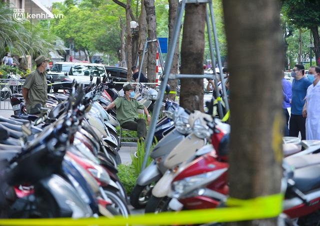 Hà Nội: Phong toả tạm thời tòa nhà Vietinbank 25 Lý Thường Kiệt, lấy mẫu xét nghiệm cho nhân viên do liên quan Covid-19 - Ảnh 3.