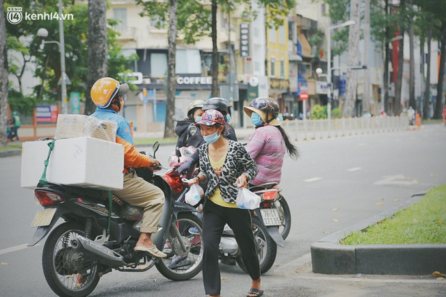 Heartwarming story when Saigon distanced itself: The sister association worked hard to cook hundreds of meals, went everywhere to give to the needy - Photo 22.