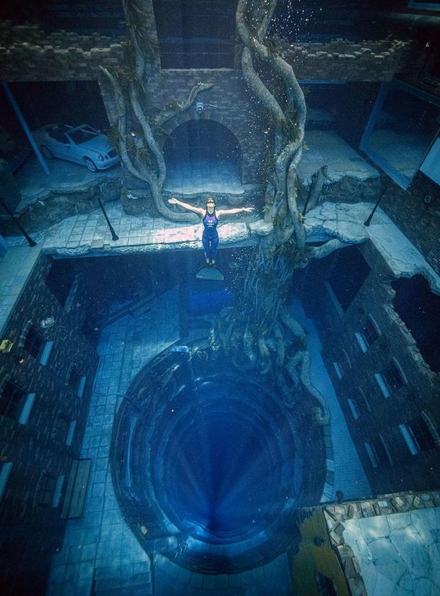 Sử dụng 14 triệu lít nước, Dubai đã xây dựng được hồ bơi sâu nhất thế giới và tái hiện lại lục địa Atlantis đã mất - Ảnh 4.