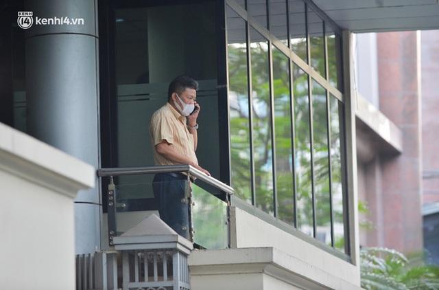 Hà Nội: Phong toả tạm thời tòa nhà Vietinbank 25 Lý Thường Kiệt, lấy mẫu xét nghiệm cho nhân viên do liên quan Covid-19 - Ảnh 5.