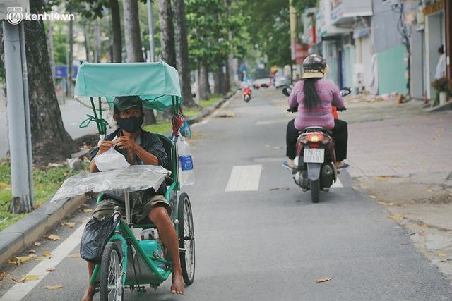 Heartwarming story when Saigon distanced itself: The sister association worked hard to cook hundreds of meals, went everywhere to give to the needy - Photo 6.