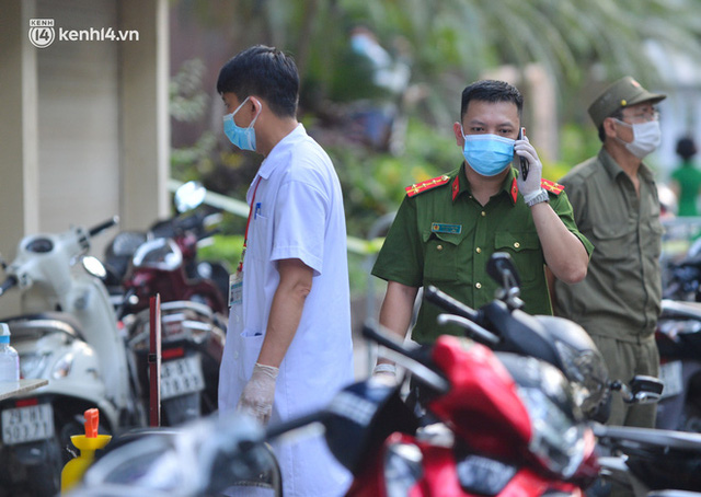 Hà Nội: Phong toả tạm thời tòa nhà Vietinbank 25 Lý Thường Kiệt, lấy mẫu xét nghiệm cho nhân viên do liên quan Covid-19 - Ảnh 6.
