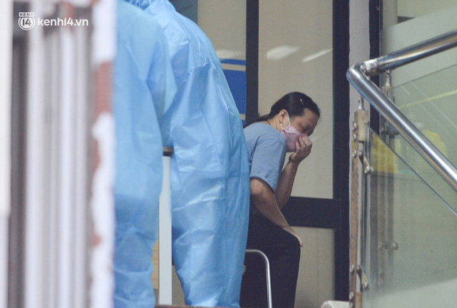 Hà Nội: Phong toả tạm thời tòa nhà Vietinbank 25 Lý Thường Kiệt, lấy mẫu xét nghiệm cho nhân viên do liên quan Covid-19 - Ảnh 10.