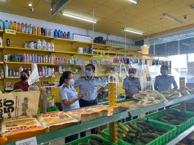 Cục quản lý thị trường TP.HCM kiểm tra 75 cửa hàng Bách hóa Xanh sau thông tin tăng giá bán - Ảnh 1.