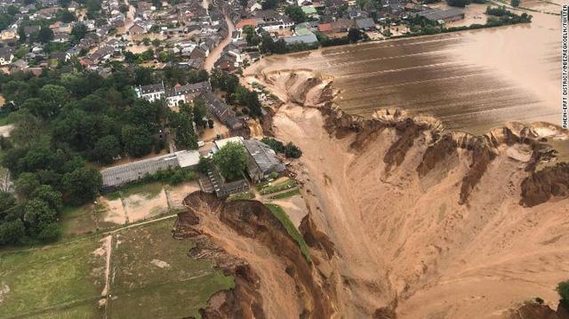 Những hình ảnh khủng khiếp trong đợt mưa lũ lịch sử làm 120 người chết ở Tây Âu - Ảnh 1.