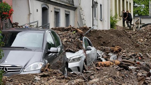 Những hình ảnh khủng khiếp trong đợt mưa lũ lịch sử làm 120 người chết ở Tây Âu - Ảnh 15.