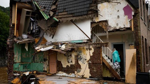 Những hình ảnh khủng khiếp trong đợt mưa lũ lịch sử làm 120 người chết ở Tây Âu - Ảnh 4.