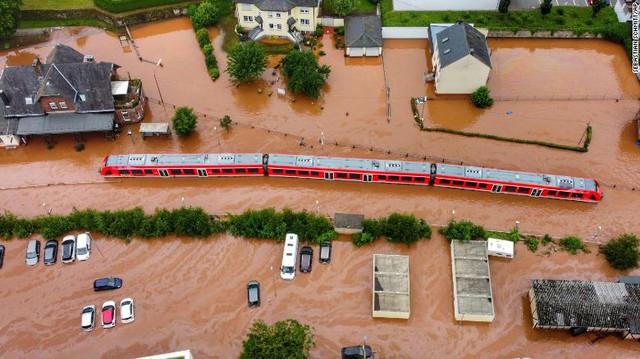 Những hình ảnh khủng khiếp trong đợt mưa lũ lịch sử làm 120 người chết ở Tây Âu - Ảnh 6.