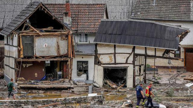 Những hình ảnh khủng khiếp trong đợt mưa lũ lịch sử làm 120 người chết ở Tây Âu - Ảnh 8.