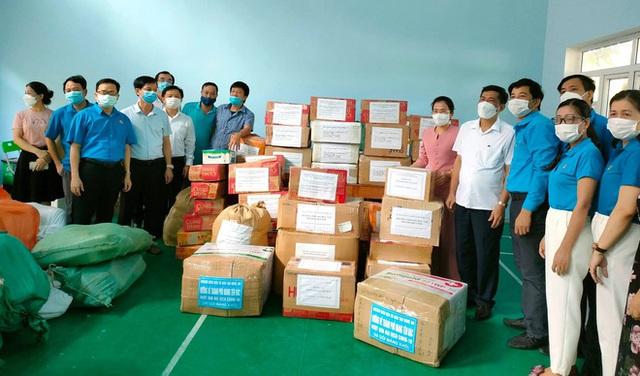 [ẢNH] Người dân xứ Nghệ quyên góp rau củ, ngày đêm làm đồ ăn để ủng hộ tâm dịch TP. HCM - Ảnh 2.