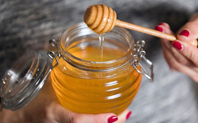 Những sai lầm khi dùng mật ong mà người Việt cần bỏ ngay trước khi khiến cả nhà mang bệnh - Ảnh 2.
