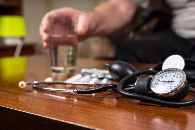 Người đàn ông qua đời vì nhồi máu cơ tim ở tuổi 45: Bác sĩ cảnh báo tuyệt đối không được chủ quan với căn bệnh này - Ảnh 2.