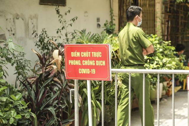 Hà Nội: Hàng loạt địa điểm bị phong toả sau khi phát hiện 13 ca dương tính SARS-CoV-2 trong buổi sáng - Ảnh 2.