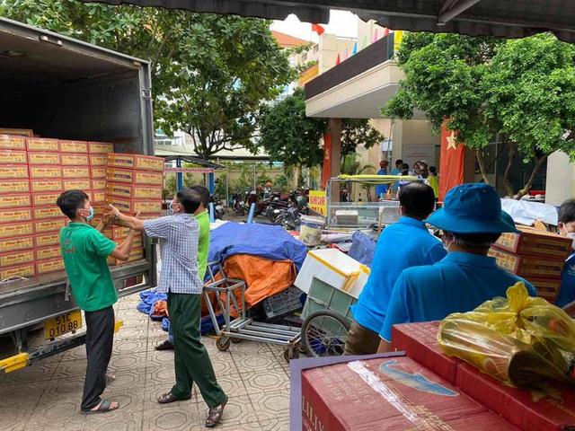 Khi cả nước hướng về Sài Gòn: Những lời kêu gọi, những quỹ từ thiện và chiến dịch tử tế ra đời để tiếp sức thành phố vượt qua dịch bệnh - Ảnh 16.