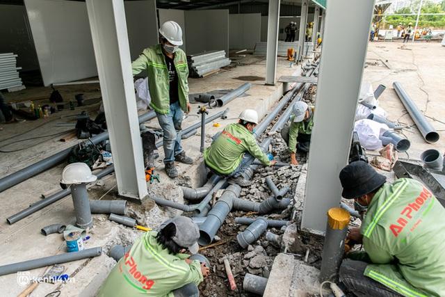 Cận cảnh đại công trường nơi xây dựng thần tốc 2 bệnh viện dã chiến Covid-19 ở TP.HCM - Ảnh 21.