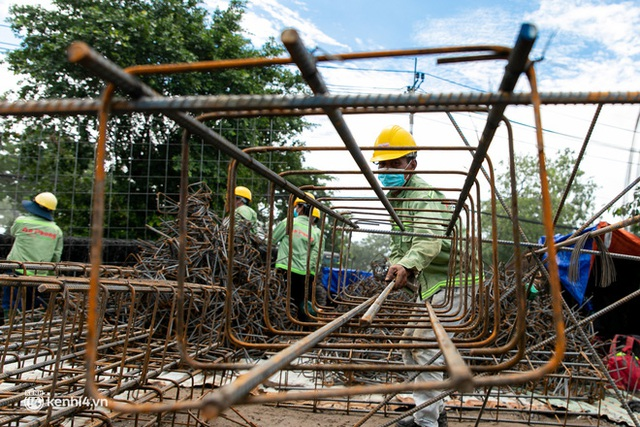 Cận cảnh đại công trường nơi xây dựng thần tốc 2 bệnh viện dã chiến Covid-19 ở TP.HCM - Ảnh 4.