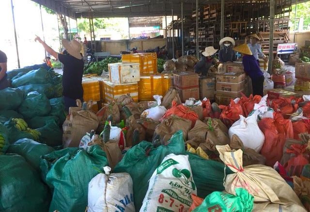[ẢNH] Người dân xứ Nghệ quyên góp rau củ, ngày đêm làm đồ ăn để ủng hộ tâm dịch TP. HCM - Ảnh 5.