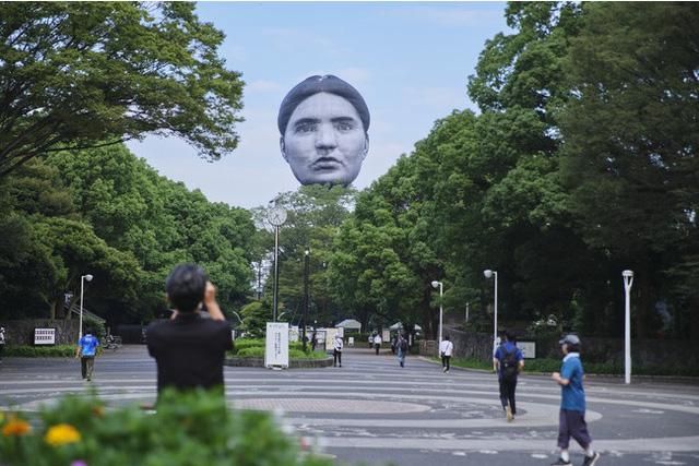 Đầu khổng lồ bay lơ lửng ở Tokyo, người dân khiếp vía trước ngày khai mạc Olympic - Ảnh 5.