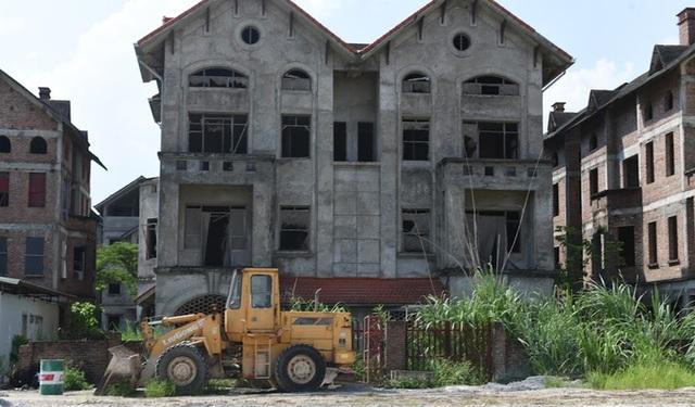 Cận cảnh dự án từng bị Thanh tra Chính phủ sờ gáy, hàng loạt biệt thự vẫn bỏ hoang - Ảnh 6.