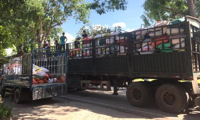 [ẢNH] Người dân xứ Nghệ quyên góp rau củ, ngày đêm làm đồ ăn để ủng hộ tâm dịch TP. HCM - Ảnh 6.