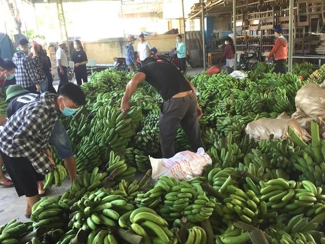 [ẢNH] Người dân xứ Nghệ quyên góp rau củ, ngày đêm làm đồ ăn để ủng hộ tâm dịch TP. HCM - Ảnh 7.