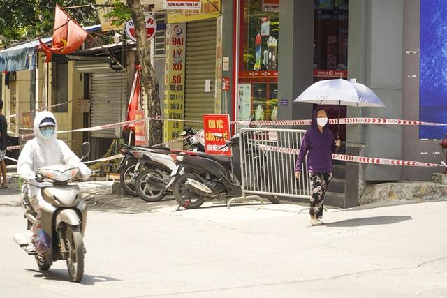 Hà Nội: Hàng loạt địa điểm bị phong toả sau khi phát hiện 13 ca dương tính SARS-CoV-2 trong buổi sáng - Ảnh 7.