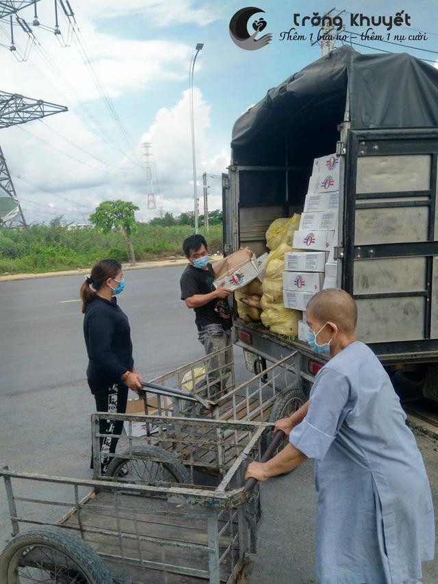 Khi cả nước hướng về Sài Gòn: Những lời kêu gọi, những quỹ từ thiện và chiến dịch tử tế ra đời để tiếp sức thành phố vượt qua dịch bệnh - Ảnh 8.