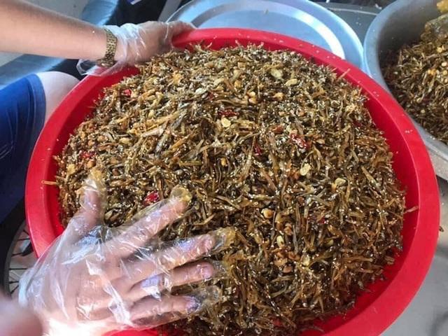 [ẢNH] Người dân xứ Nghệ quyên góp rau củ, ngày đêm làm đồ ăn để ủng hộ tâm dịch TP. HCM - Ảnh 9.