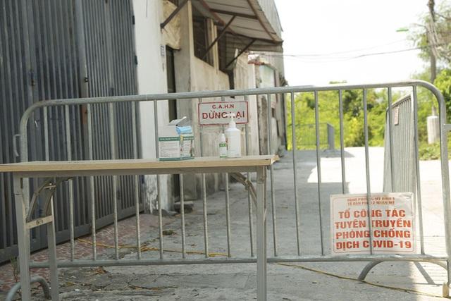 Hà Nội: Hàng loạt địa điểm bị phong toả sau khi phát hiện 13 ca dương tính SARS-CoV-2 trong buổi sáng - Ảnh 9.