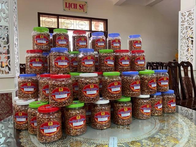 [ẢNH] Người dân xứ Nghệ quyên góp rau củ, ngày đêm làm đồ ăn để ủng hộ tâm dịch TP. HCM - Ảnh 10.