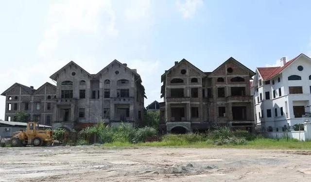 Cận cảnh dự án từng bị Thanh tra Chính phủ sờ gáy, hàng loạt biệt thự vẫn bỏ hoang - Ảnh 11.