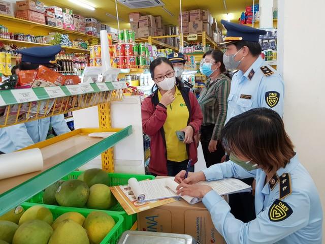 Xử phạt một cửa hàng Bách Hoá Xanh bán hàng cao hơn giá niêm yết - Ảnh 1.