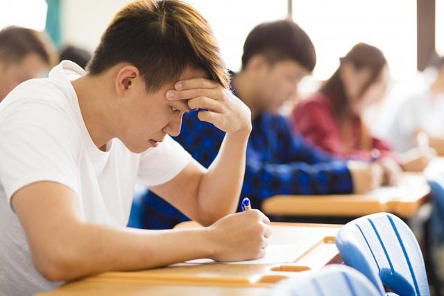 Nhà máy tuyển 135 công nhân thì có đến 1/3 là... thạc sĩ, một số tốt nghiệp trường top đầu: Thừa cử nhân đại học, người trẻ Trung Quốc chật vật tìm việc đúng ngành - Ảnh 2.