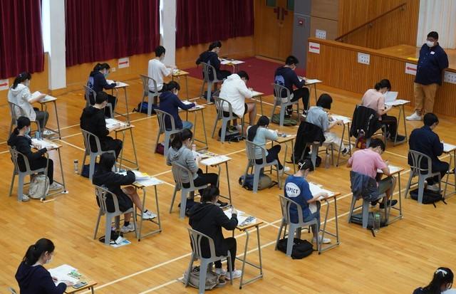 Nhà máy tuyển 135 công nhân thì có đến 1/3 là... thạc sĩ, một số tốt nghiệp trường top đầu: Thừa cử nhân đại học, người trẻ Trung Quốc chật vật tìm việc đúng ngành - Ảnh 1.