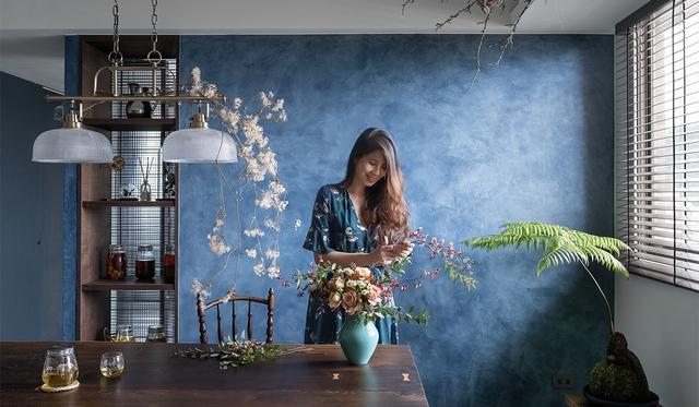 Căn hộ mát rượi vào mùa hè nhờ điểm nhấn nghệ thuật từ cây xanh của người phụ nữ độc thân - Ảnh 1.