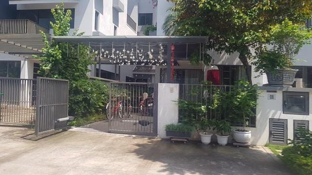 Cận cảnh biệt thự nhà giàu cơi nới phá vỡ quy hoạch trong khu đô thị ở Hà Nội - Ảnh 1.