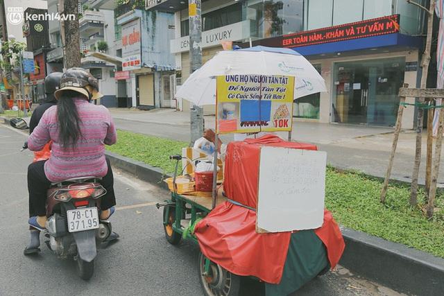 Phát một hộp cơm, tặng một phần gạo và câu chuyện từ thiện từ những người trong cuộc ở Sài Gòn: Của cho không bằng cách cho - Ảnh 11.